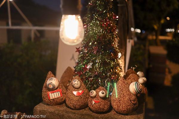 霧峰光復新村出現怪獸聖誕樹,晚上點燈後的老社區好逛好拍
