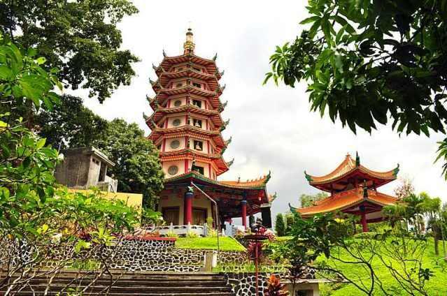 Objek Wisata Vihara Buddhagaya Watugong Di Semarang