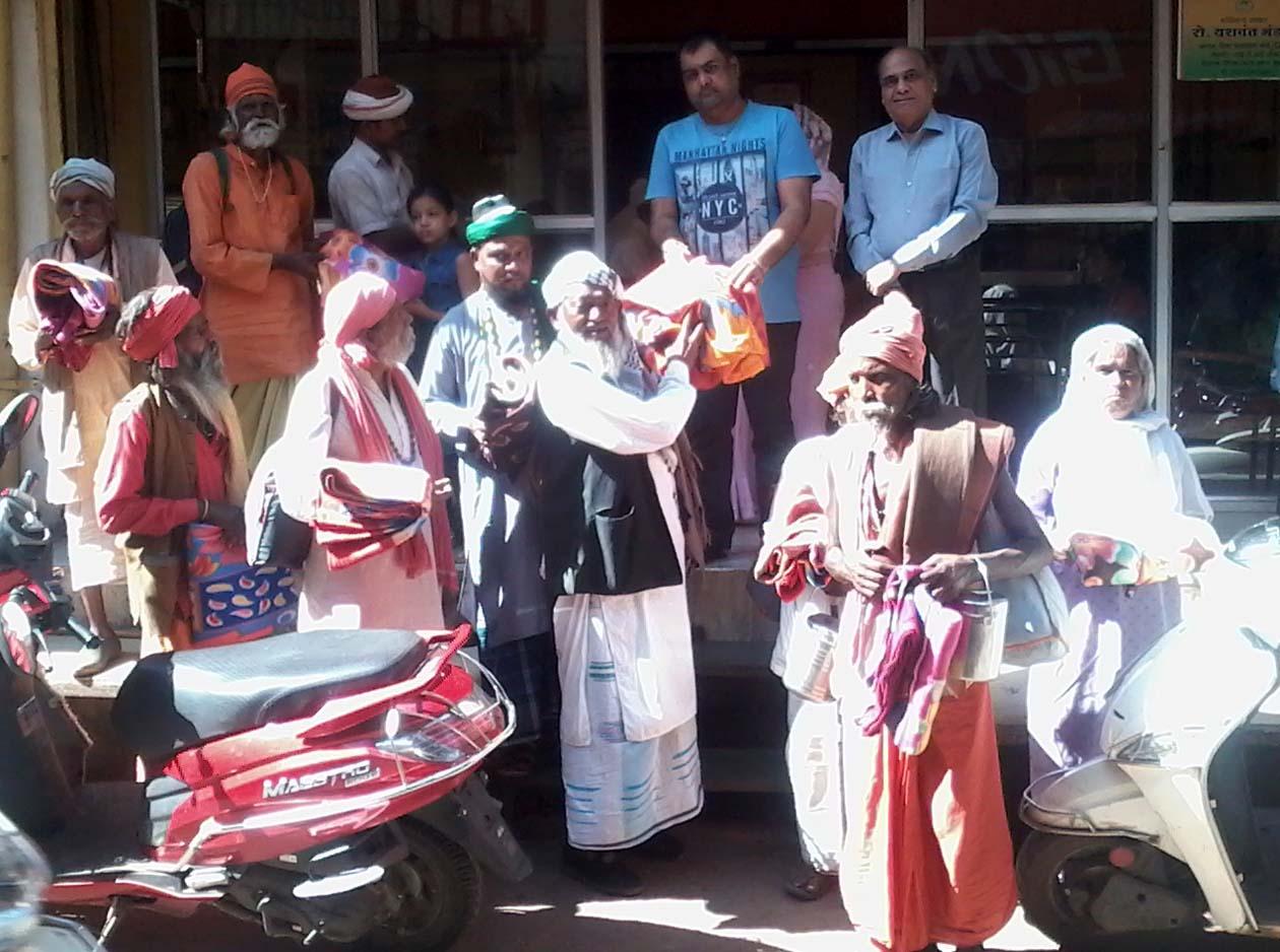 कड़कड़ाती ठंड से राहत दिलाने के लिए मालवा जैन महासंघ एवं रोटरी क्लब द्वारा जरूरतमंदों को वितरित किए गए कंबल-To-provide-relief-from-cold-weather-the-blankets-distributed-to-the-need-by-the-Malwa-Jain-Mahasangh-and-Rotary-Club
