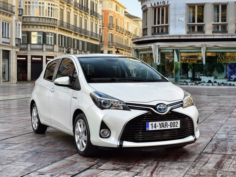 Nouvelle toyota yaris 2015 fiche technique fiche for Interieur yaris 2015