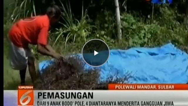 VIDEO: Nenek Yang Tinggal Di Hutan Dan Rawat 4 Anaknya Yang Gangguan Jiwa Ini Hidup Dari Rumput Kering