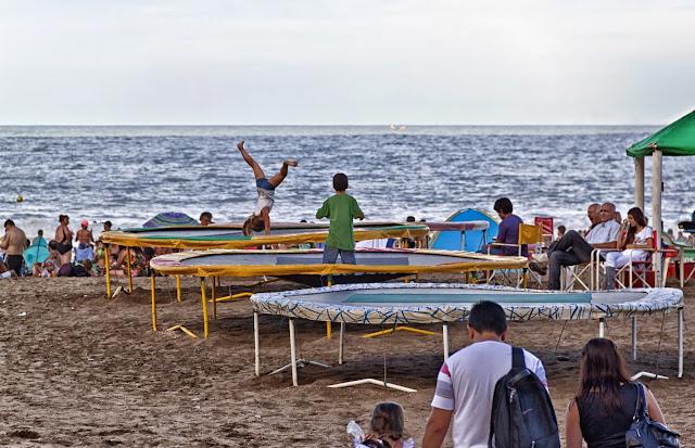 Juegos en la Playa.Camas elásticas.