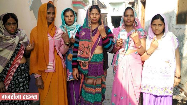 महिलाओं-ने-मतदान-किया