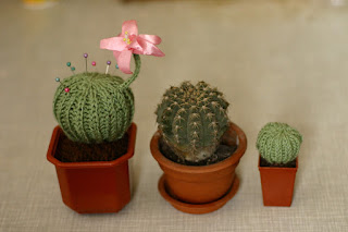 Needle-holder-cactus-knitting