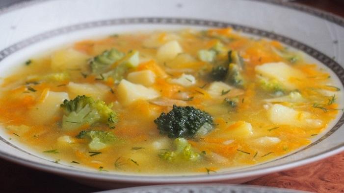 Zupa brokułowo grysikowa z ziemniakami