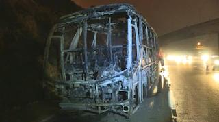 Marginais queimam ônibus e interditam a Rodovia Anchieta, em São Bernardo do Campo, na Grande São Paulo