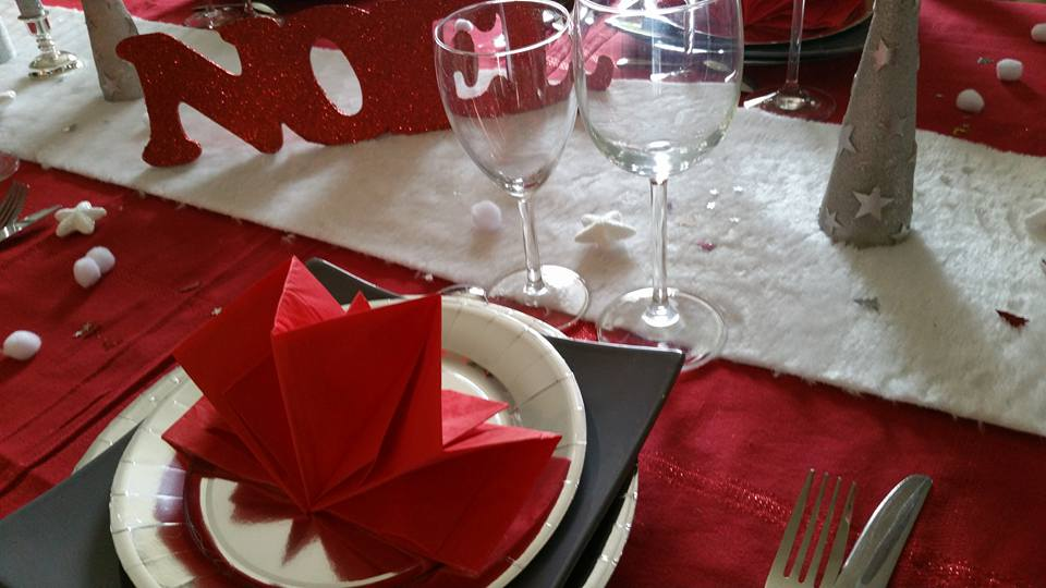 Le Buffet De Martine Api Table De Noël Rouge Et Argent