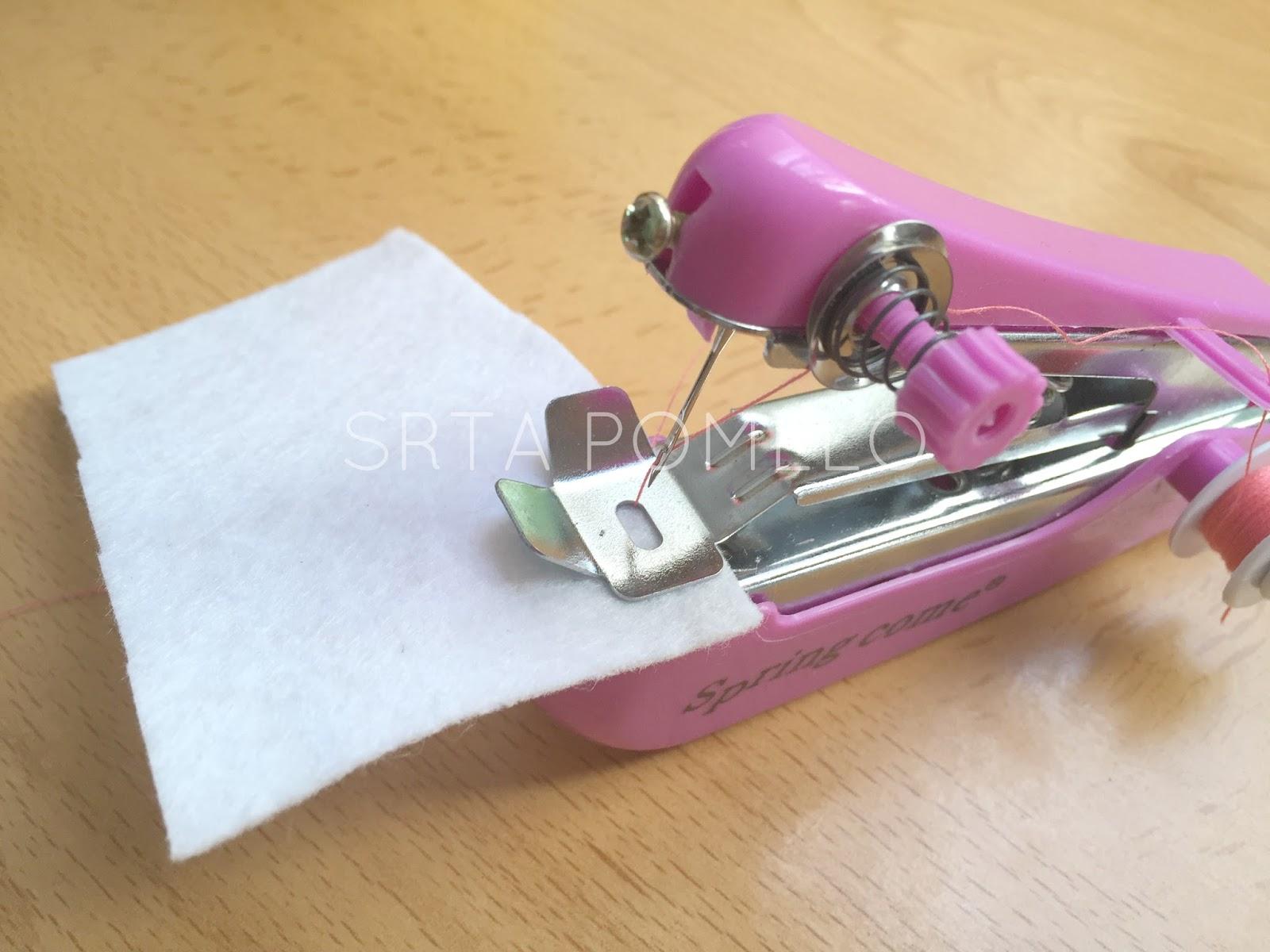 Srta pomelo c mo usar la m quina de coser manual for Como echar gotele sin maquina