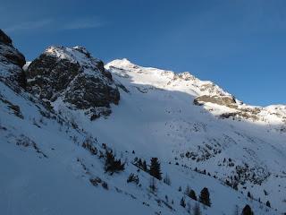 Montag früh zeigt sich der Schneebige Nock unter klarem Himmel,