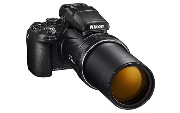 Nikon випустила потужну камеру з рекордним зумом