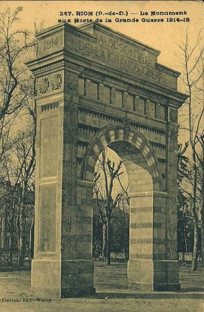 CPA monuments aux Morts du Puy-de-Dôme, Riom