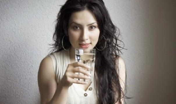 mencegah jerawat dengan banyak minum air putih