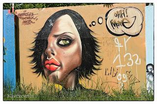 női fej graffiti Szegeden a körtöltésen