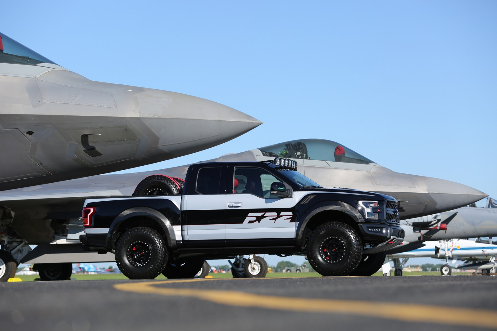 ford f 22 f 150 raptor sells for 300 000 carscoops. Black Bedroom Furniture Sets. Home Design Ideas