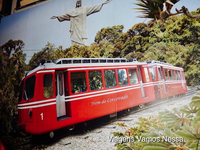 Trem do Corcovado com o Cristo Redentor