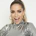 """E aí, tá aprovada? 👀 Anitta lança versão acústica de """"thank u, next"""", da Ariana, para o Spotify"""
