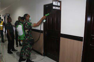 Markas Kodam Pattimura Disemprot Disinfektan Guna Cegah Penyebaran COVID-19 di Ambon
