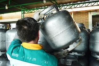 Consumidor oferece na OLX o valor de R$ 150 pelo botijão de gás de cozinha