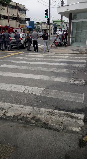 Acidente de Carro e Moto no Farol próximo a Delegacia de Registro-SP