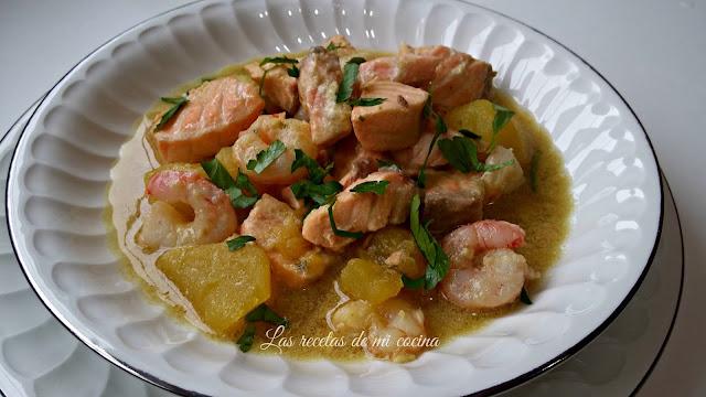 Guisado de salmón, gambas y patatas con su majao de almendras