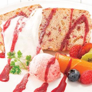 いちごのシフォンケーキ いちごアイスとフルーツ添え(2017年春夏)