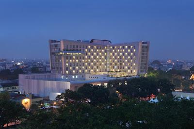 Nikmatnya Nongkrong Sore hari di Santika Premiere Dyandra Hotel & Convention Medan
