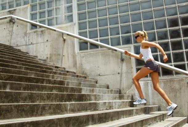 subir escaleras para mejorar los gluteos