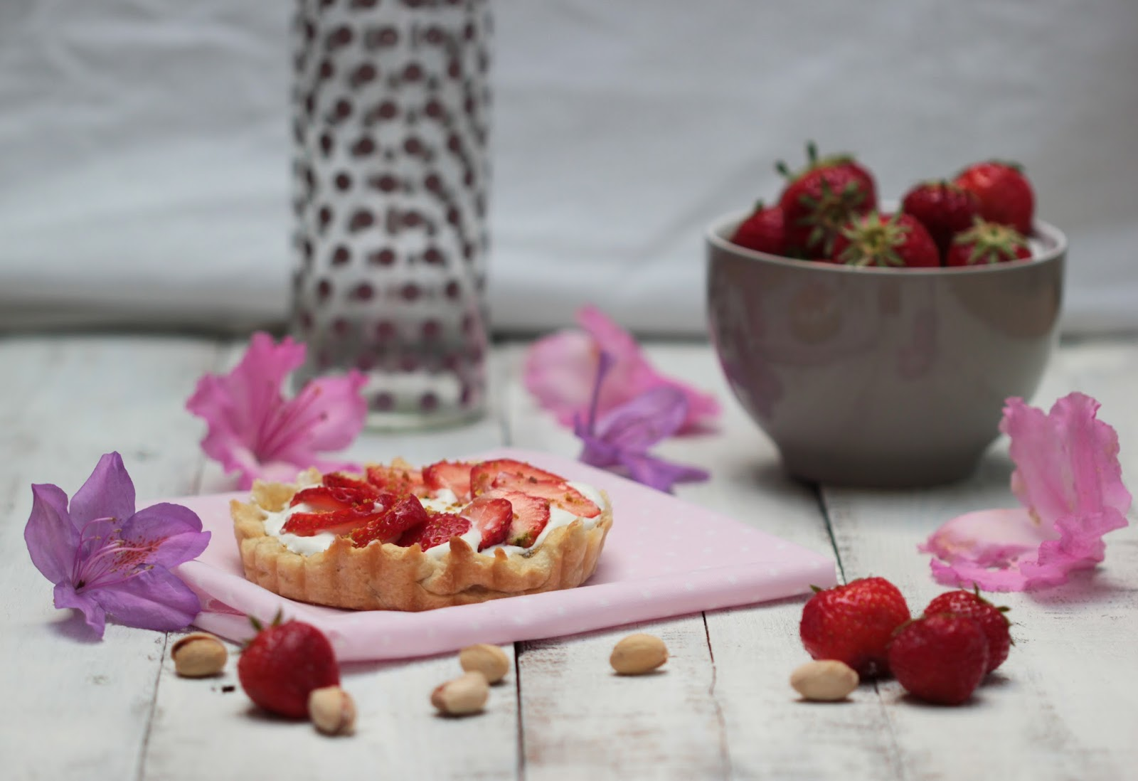 http://carnet-sucre.blogspot.com/2015/11/tartelette-fraise-pistache.html