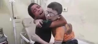 Δύο αγόρια στη Συρία θρηνούν για το θάνατο του αδελφού τους (BINTEO)
