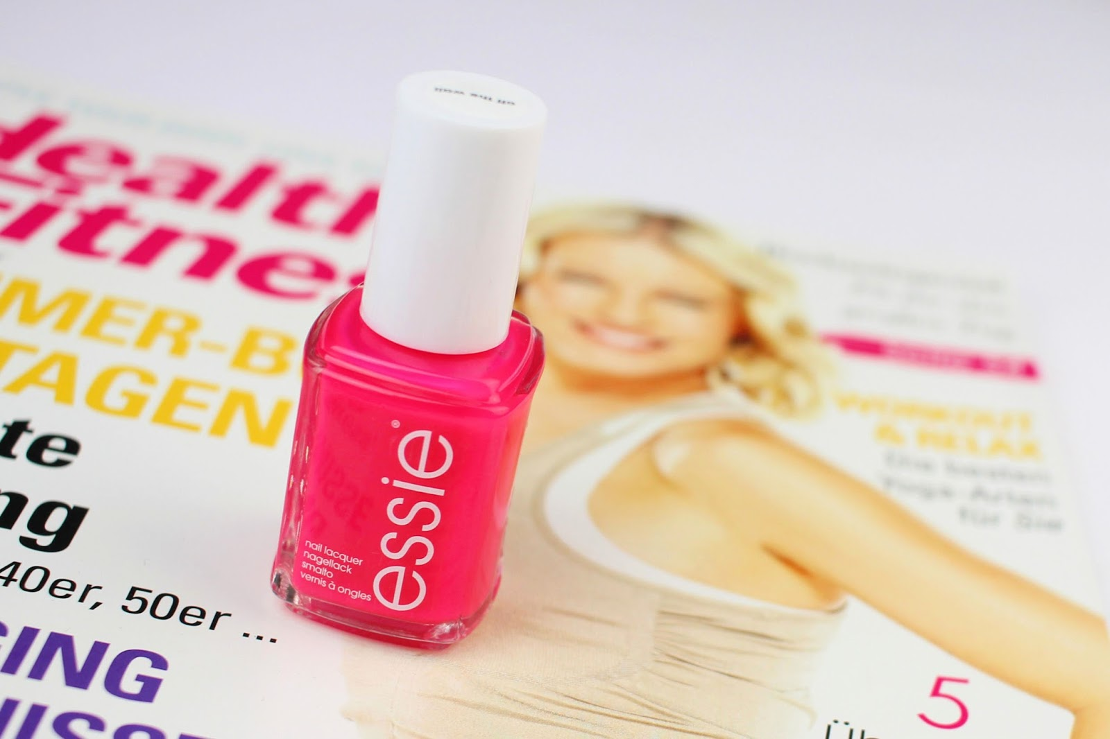 essie, of the wall, review, swatches, tragebilder, neon, essie neon collection 2017, nagellack, knallige farben, trendfarben, sommer, nailpolish, notd, nägel lackieren, maniküre, drogerie, müller drogeriemarkt,