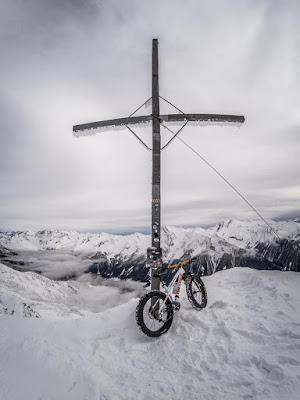 Gipfelkreuz Wolfendorn Brenner Winter