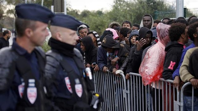 Police in France fire teargas at refugees in Calais