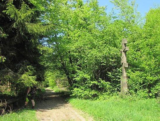 Krzyż z 1883 roku (wysokość 460 cm, waga ok. 2 t).