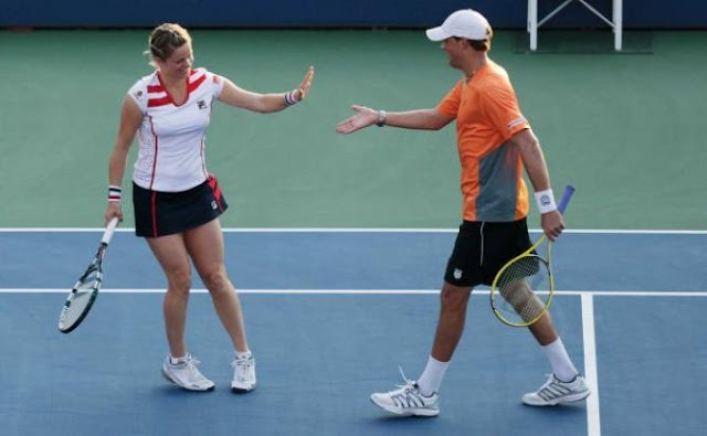 THE PSYCHOLOGY OF SINGLES AND DOUBLES IN TENNIS.