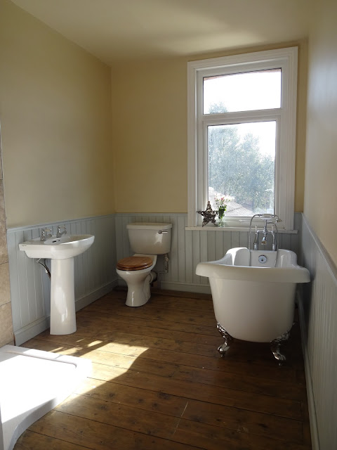 Contemporary Traditional Bathroom Suite