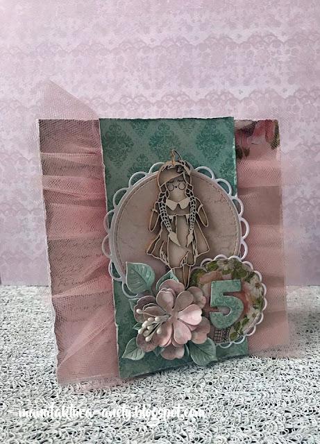 Kartka z lalką dla dziewczynki
