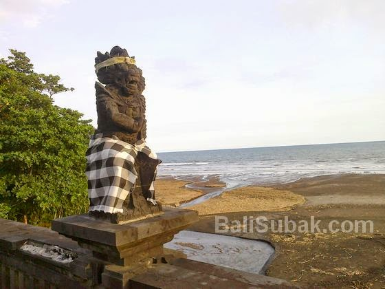 Statue in Rambutsiwi Temple, in the beach