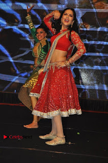 Bollywood Actress Model Sunny Leone Dance Performance in Red Half Saree at Rogue Audio Launch 13 March 2017  0096.jpg