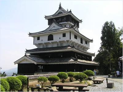 ปราสาทอิวาคุนิ (Iwakuni Castle)