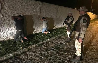 Assaltantes tombam com caminhão na BR-110 e acabam presos