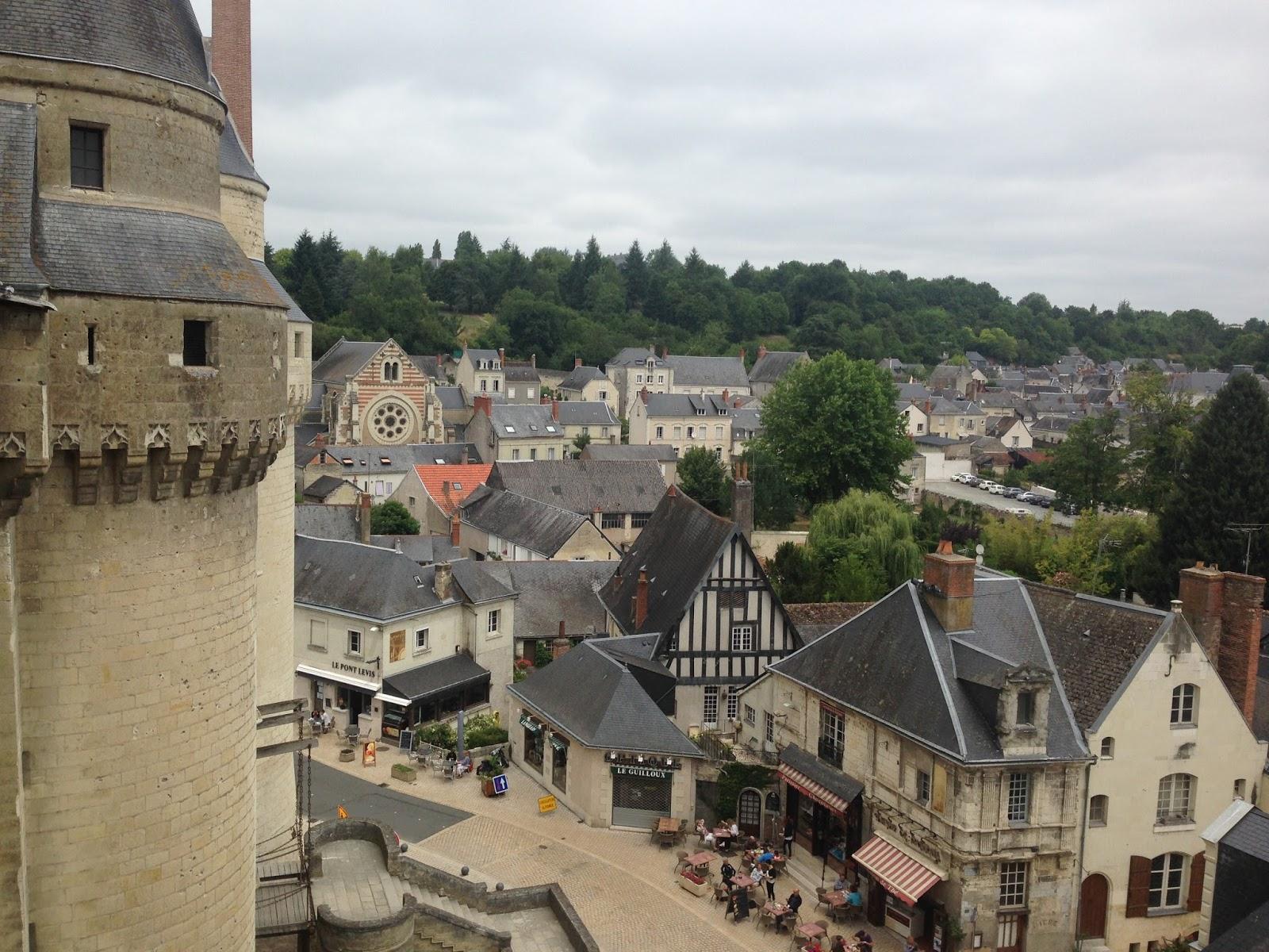 zamek nad Loarą - Langeais, widok na miasteczko
