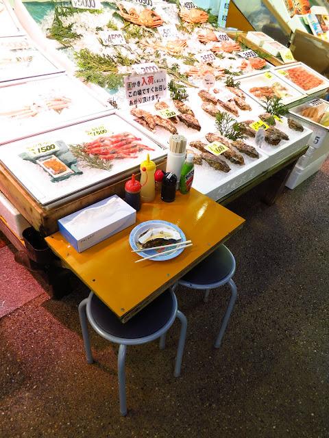 Oyster at Kanazawa Omicho morning market. Tokyo Consult. TokyoConsult.
