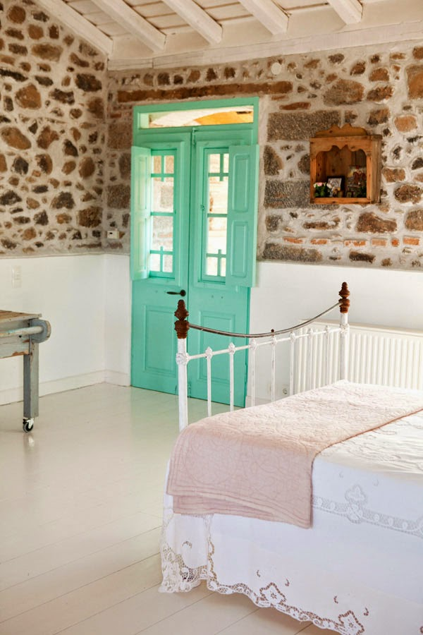 My scandinavian home the greek island home for Decoracion puertas vintage