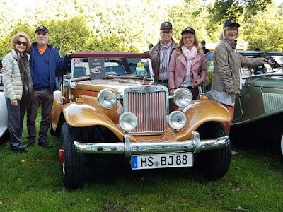Branca e Percival Lafer, o MP com seu livro no para-brisa, Ludwig e Heike Stolz, além da Monika. (foto: MP Lafer Germany)