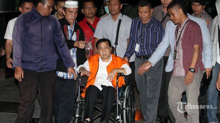 KPK Akhirnya Berhasil Pindahkan SetNov ke Rumah Tahanan KPK dan Pakaikan Rompi Oranye