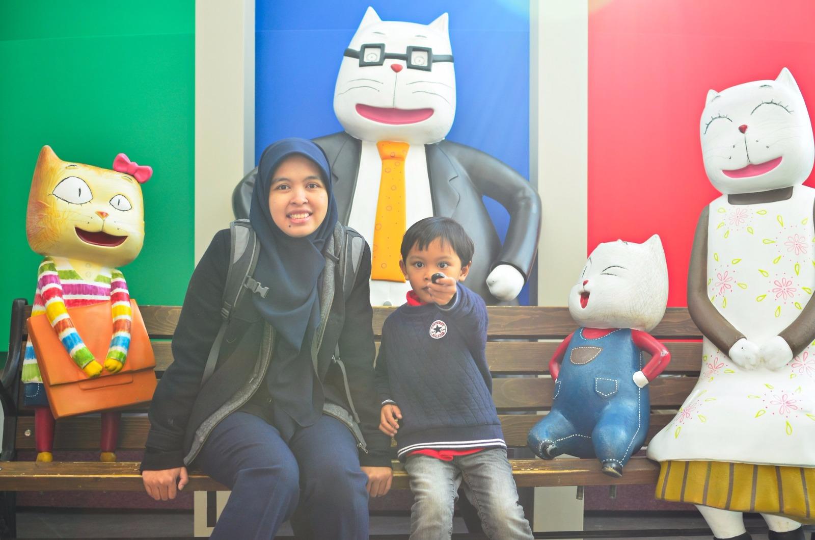 Daripada berfoto bareng Jong Ki dan kaleng tuna berfoto bareng keluarga Cloud Bread jauh lebih mengesankan