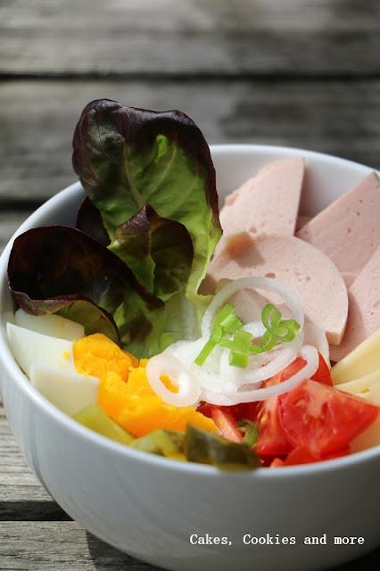 Swiss Bowl - Wurst Käse Salat Bowl