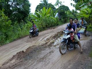 Jalan Tiga Kecamatan di OI Rusak