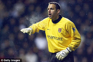 Gambar aksi kiper Richard Wright - Richard Wrong