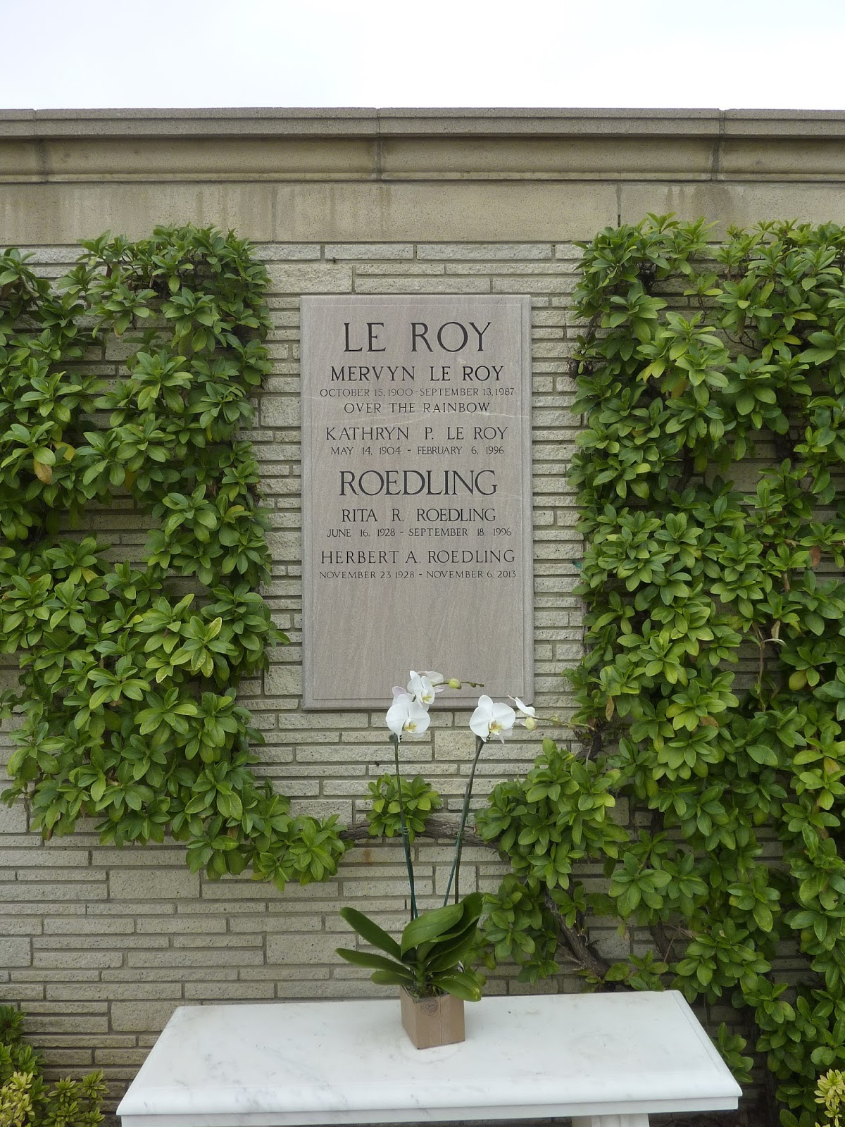 Laura's Miscellaneous Musings: A Visit to Forest Lawn ... Lauren Bacall Grave